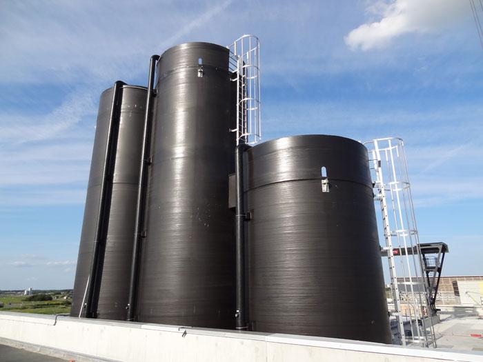 Exemple de cuves de stockage en milieu environnement